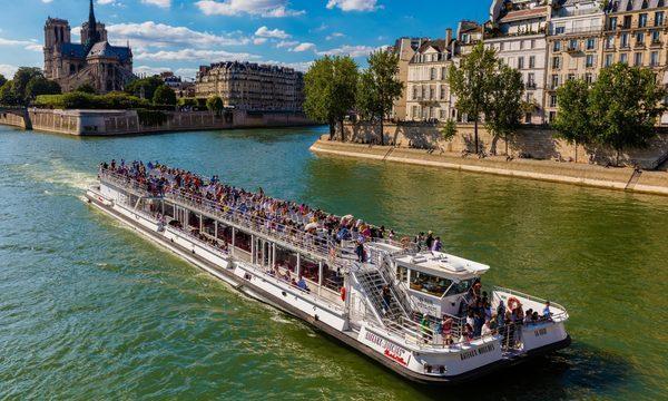 Bateaux-Mouches - Croisière Promenade sur la Seine à Paris - Notre-Dame de Paris