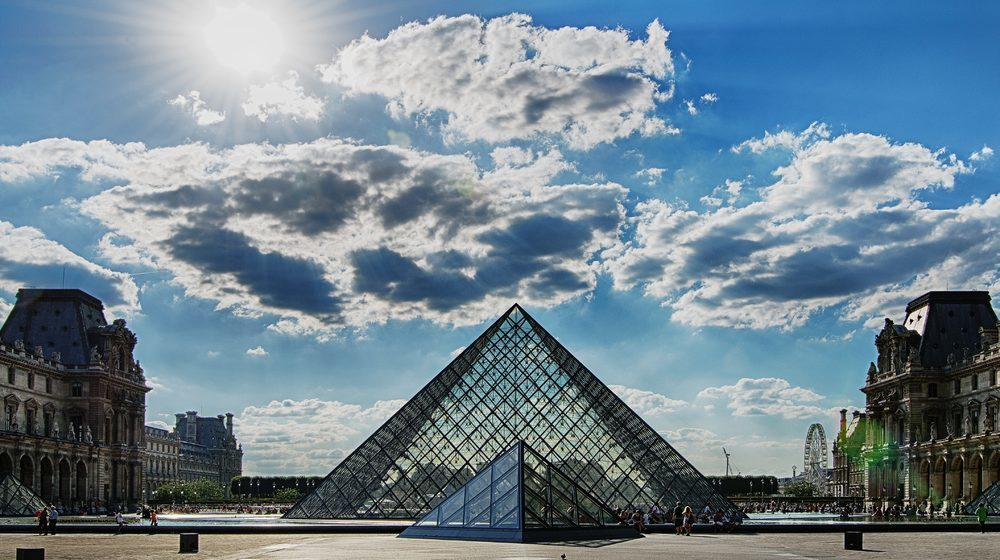 musee-du-louvre-pyramide