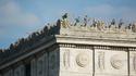 Visiteurs sur la terrasse de l'Arc de Triomphe à Paris